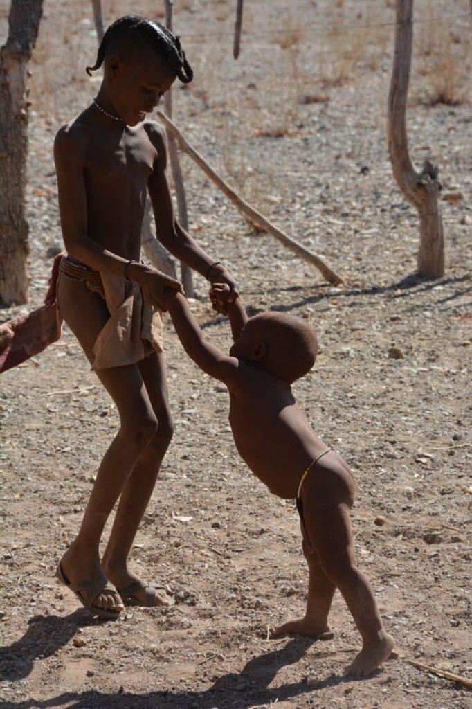 Dansen bij de himba's