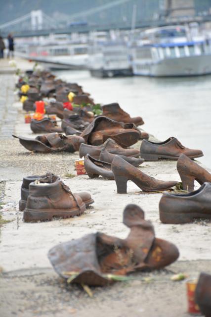 schoenen-bij-de-donau